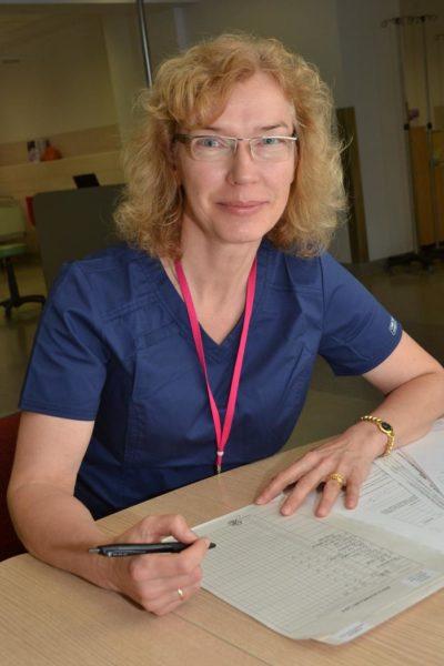 Iveta Šime: «Pārbaudes laikā iegūtā informācija ļauj izvērtēt, vai cilvēka sirds strādā atbilstoši viņa vecumam, dzimumam un svaram, vai sirdsdarbība ir normāla, tai ir pārslodze, vai arī sirdsdarbība ir nepietiekama. Saņemtais rezultāts ir izejas pozīcija, kas ļauj vērtēt tālāk, vai pacientam ar sirds un asinsvadu funkciju viss ir kārtībā, vai viņam ar to ir kādas problēmas un nepieciešama ārstēšana vai līdzšinējās ārstēšanas korekcija.» Foto: Egons Zīverts