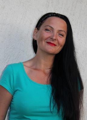 Evija Miglāne: « Nekādā gadījumā nedrīkst pārtraukt medikamentu lietošanu. Ir zāles, kuru iedarbība turpinās 2–3 dienas, bet ir medikamenti, kuru iedarbība beidzas 12 stundu laikā. Neiedzerot vienu tableti, insults var atkārtoties.» Foto: No Evijas Miglānes personīgā arhīva